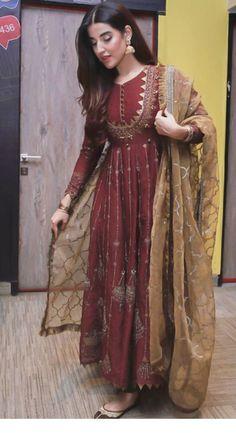 Stylish Actress Hareem Farooq Wardrobe by Pakistani Designers : we see Hareem Farooq wearing Zainab Chottani, Maria B dress, Sapphire and Sania Maskatiya outfit Simple Pakistani Dresses, Indian Gowns Dresses, Indian Fashion Dresses, Dress Indian Style, Pakistani Dress Design, Indian Designer Outfits, Pakistani Designers, Shadi Dresses, Frock Fashion