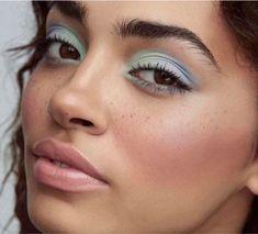7 Spring Makeup Looks to Refresh Your Look This Season - US Makeup Trends Pastel Eyeshadow, White Eyeshadow, Colorful Eyeshadow, Eyeshadow Looks, Colorful Makeup, Simple Makeup, Eyeshadow Makeup, Eyeshadows, Blue Eyeliner