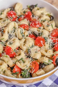 Spinach and Tortellini Salad - a delicious salad consisting of tortellini, chopped spinach, tomatoes, olives, and parmesan cheese covered in Italian dressing. SO DELICIOUS!!