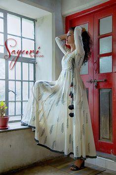 Printed Mul anarkali is part of Designer dresses indian - White printed mul long Anarkali with a grey border on the hem Cotton Anarkali Dress, Long Anarkali, Frock Suit Anarkali, White Anarkali, Anarkali Kurti, Anarkali Dress Pattern, Salwar Kameez, Cotton Dresses, Dress Neck Designs