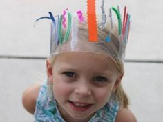 Creative Crown using packing tape (or contact paper) and scrap ribbon or stripes of paper Diy For Kids, Crafts For Kids, Arts And Crafts, Diy Crown, Diy Projects For Beginners, Little Sisters, Diy Party, Diy Tutorial, Craft Projects