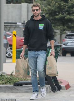 Liam Hemsworth is casual cool in patterned sneakers with black hoodie - Liam Hemsworth looks casual cool in patterned sneakers with black hoodie during Malibu family lunc - Liam Hemsworth And Miley, Miley And Liam, Chris Hemsworth, Celebrity Dads, Celebrity Style, Hemsworth Brothers, Grunge Boy, Bae, Man Fashion