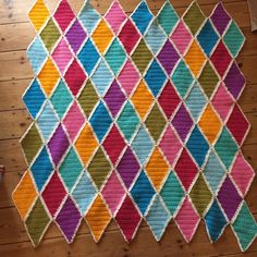 I've had a harlequin blanket on my crochet to-do list for ages and last month I finally got started (ok, I started it despite having a dozen other projects on the go!) I love the diamond patt…
