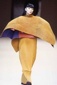 * Issey Miyake Show 1995-96 - photo Philippe Brazil