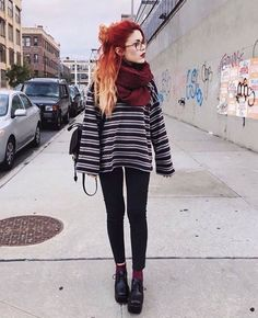 Are you a hipster? Or you love hipster style? If yes, this roundup will be useful for you: it's dedicated to hipster girls' outfits for winter. Hipster Girl Outfits, Hipster Girls, Edgy Outfits, Mode Outfits, Grunge Outfits, Fall Outfits, Fashion Outfits, Womens Fashion, Fashion Fashion