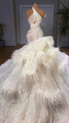 Wedding Dress Bustle, Wedding Dress Trends, Dream Wedding Dresses, Cute Prom Dresses, Glam Dresses, Event Dresses, Met Gala Outfits, Prom Outfits, Long Dress Fashion