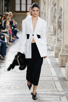 See the complete Proenza Schouler Spring 2018 Ready-to-Wear  collection. Proenza Schouler  Look 3/43  Model: Alexandra Micu