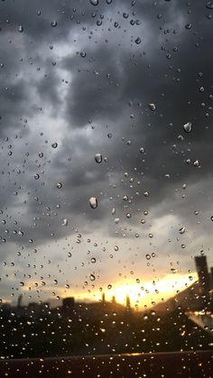 New Photography Fall Rain Drops 29 Ideas Rainy Day Photography, Rain Photography, Amazing Photography, Rainy Wallpaper, Wallpaper Backgrounds, Rainy Day Photos, Rainy Window, Rainy Mood, Rain Pictures
