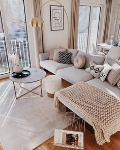 Low Budget Home Decorating Can Really Give Your Home a Lift Home Living Room, Living Room Designs, Living Room Decor, Bedroom Decor, Small Apartment Living, Apartment Interior, Apartment Design, Living Room Inspiration, Home Decor Inspiration