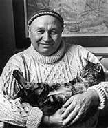 Romare Bearden with his cat Gypo, photo: Nancy Crampton Bearden loved his cats: Gypo, Tuttle (short for the Egyptian pharaoh Tutankhamen), Rusty (named after the Persian Hercules Rustum), and Mikie (short for the Renaissance artist Michelangelo). African American Artist, African American History, American Artists, Today In Black History, Picasso And Braque, Romare Bearden, Renaissance Artists, Harlem Renaissance, Collage Artists