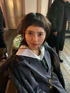"""映画&ドラマ『映像研には手を出すな!』公式 on Twitter: """"昨日の続きです。  今度は前髪が行方不明になった浅草氏です。  #映像研 #差入れ #前髪行方不明   #齋藤飛鳥 #乃木坂46  (東宝の上野)… """" Pretty Girls, Cute Girls, Saito Asuka, Cosplay, Beauty, Seat Covers, Live Action, Anime Art, Hands"""