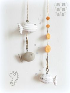 Décoration murale chambre d'enfant.Poissons beige taupe , bois flotté,original, fait main. : Décoration pour enfants par kore-and-co