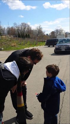 Tom Hiddleston meeting fans in Hamilton, Ontario. He is the sweetest man ever. Must watch.
