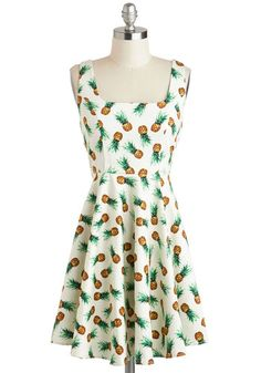 Retro Vintage Afternoon at the Oasis Dress in Pineapples. Style wont be a mirage when you wear this printed dress, which is adorned in refreshing pineapples! Day Dresses, Cute Dresses, Casual Dresses, Fashion Dresses, Unique Dresses, Retro Vintage Dresses, Retro Dress, Vintage Ideas, Vintage Stuff