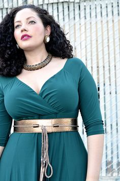 Goddess With Curves - Remember that Gucci gown with gold obi from a couple seasons ago? Damn that style looks so much better on a curvy grrl. Curvy Fashion, Plus Size Fashion, Girl Fashion, Fashion Tips, Fringe Swimsuit, Curvy Girl Outfits, Mode Shop, Girl With Curves, Voluptuous Women