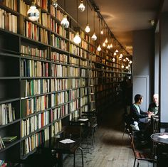 News cafe-library Merci merci paris! Interior Architecture, Interior And Exterior, Interior Design, Bar A Vin, Merci Paris, Bibliotheque Design, Hotel Restaurant, Book Cafe, Home Libraries