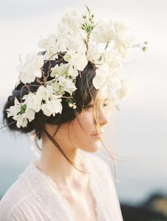 Ethereal and Romantic Bridal Style among the Hawaiian Hills by Christine Clark Photography   Wedding Sparrow