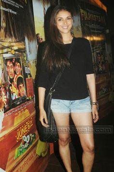 Aditi Rao snapped at a cinema | Unseen Bollywood Pics