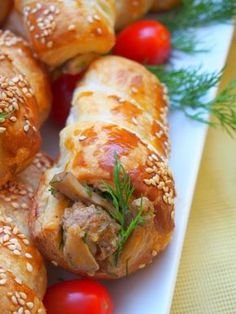 Szefowa w swojej kuchni. ;-): Rurki z ciasta francuskiego nadziewane pieczarkami i mięsem mielonym Cream Horns, Cannoli, Baked Potato, Sushi, Cake Recipes, Sausage, Cake Decorating, Food And Drink, Cooking Recipes