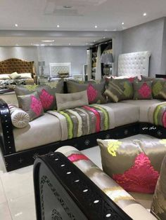 Design Marocain, Contemporary Lounge, Moroccan Furniture, Decoration Inspiration, Fabric Houses, Diy Home Crafts, Corner Sofa, Sofa Covers, Room Colors
