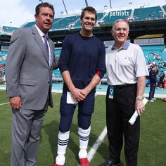 A Hall of Fame photo: Tom Brady with Dan Marino & Bob Griese pregame. 1/3/16