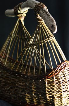 Geoff Forrest is a sculptor working in steel and willow. Willow Weaving, Basket Weaving, 1950s Inspired Fashion, Contemporary Baskets, Traditional Baskets, Vintage Baskets, Form Crochet, Pine Needles, Wicker Furniture