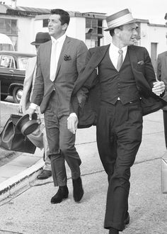 Dean Martin and Frank Sinatra at Heathrow Old Hollywood Stars, Golden Age Of Hollywood, Hollywood Glamour, Classic Hollywood, Vintage Hollywood, Joey Bishop, Mia Farrow, Dean Martin, Ava Gardner