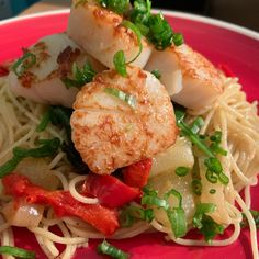 Designed to keep you cool, these quick and easy summer dinner recipes rely mostly on pantry staples, and they will give you more time to enjoy lazy days and take full advantage of the season and all that summer has to offer. Fish Recipes, Seafood Recipes, Chicken Recipes, Dinner Recipes, Cooking Recipes, Healthy Recipes, Seafood Meals, Healthy Foods, Keto Recipes