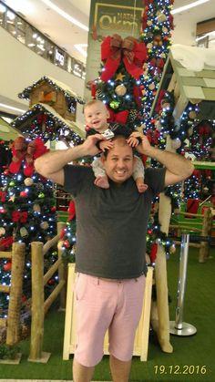 Papai e Miguelinho no shopping..
