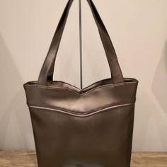 Mais le plus sympa à faire, c'est quand même les sacs...!!!! #coutureaddict #cousumain #sacotin #Annie #simili #similicuir #cadeau