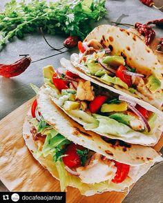 Quando bate saudade de um lugar (hoje a Califórnia) como a gente resolve? Indo pra cozinha!! #malasepanelas #Repost @docafeaojantar with @repostapp  Servidos? Hoje tivemos fish tacos de janta  Ficou uma maravilha. A receita vai em breve pro blog #docafeaojantar #janta #comida #fotodecomida #yummy #thefeedfeed #f52grams #tastemade #tacos #fishtacos #texmex #food #foodporn #fotodecomida #cozinhasaudavel #cozinhafit #feitoemcasa #receita