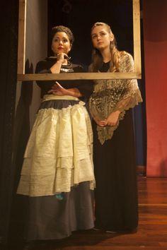 Θεατρικό εργαστήρι για εφήβους με μαθήματα υποκριτικής στο Νότιο χώρο τέχνης και δράσης στη Βούλα Νότια προάστια. Sari, Fashion, Saree, Moda, Fashion Styles, Fashion Illustrations, Saris, Sari Dress