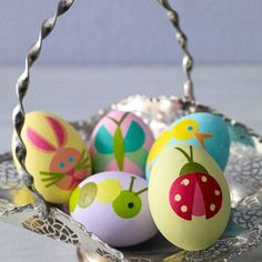 Try something a little different this year with your Easter egg decorating. I've rounded up 14 creative Easter egg decorating ideas for you to try Easter Egg Crafts, Easter Eggs, Easter Art, Easter Parade, Hoppy Easter, Easter Holidays, Egg Decorating, Holiday Crafts, Easter Crafts