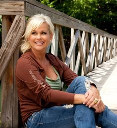 Lorrie Morgan One of her best pictures. Country Female Singers, Country Western Singers, Country Music Artists, Country Music Stars, Hot Country Girls, Country Women, Classic Singers, Lorrie Morgan, Rustic Wedding Venues