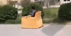 Begreppet couch surfing får en helt annan innebörd nu http://blish.se/3f75d28fce #humor #couchsurfing
