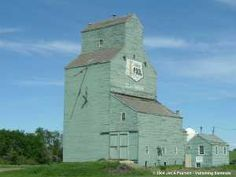 Alberta_Wheat_Pool_Grain_Elevator_at_Claysmore_from_Jim_Pearsons-blog