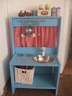 Sarah's Inspiration: עשה זאת בעצמך:מטבח עץ לילדים משידת איקאה DIY-wooden play kitchen from IKEA bedside table