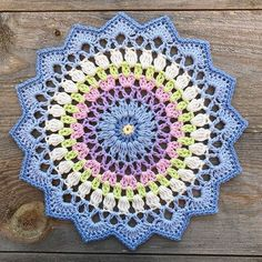 Transcendent Crochet a Solid Granny Square Ideas. Inconceivable Crochet a Solid Granny Square Ideas. Motif Mandala Crochet, Crochet Doily Patterns, Crochet Squares, Crochet Granny, Crochet Designs, Crochet Doilies, Beau Crochet, Cute Crochet, Beautiful Crochet