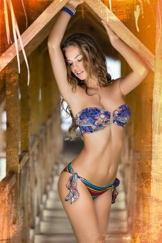 http://www.phaxswimwear.se/bikini-sommar-2013/phax-multicolor-long-island-bandeau-bikini.html