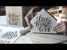 Ideas que mdublimacionejoran tu vida Wood Projects, Projects To Try, Foto Transfer, Live Laugh Love, Decoupage, Origami, Diy And Crafts, Stencils, Make It Yourself
