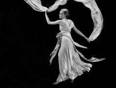 Dress by Madeleine Vionnet - Photographed by George Hoyningen-Huene, Vogue, June 1933 Madeleine Vionnet, Mae West, Barbara Stanwyck, Richard Avedon, Man Ray, Catherine Mcneil, Vogue Models, Harper's Bazaar, Cecil Beaton