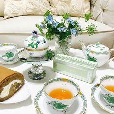 こんばんは 今年も楽しみにしていた エスコヤマ期間限定の マイルドショコラロールが発売されて います✨ふんわり柔らかな生地からは 芳醇なチョコレートの風味が漂ってきて 完成度が高い美味しさです 一口頬張ると思わず微笑んでしまい ました #ロールケーキ#ショコラ#チョコレート#ヘレンド#お花#ブルースター#cake#herend#flowers #teatime