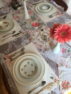 Tea party, baby shower, girly girl, girl baby shower, flowers, daisy, hankies, shabby chic party, shabby chic shower, tea set, tea cups, mix and match, eclectic, country chic