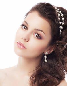Wedding Makeup: Tips on Curling Eyelashes and Applying Mascara | Bride Sparkle