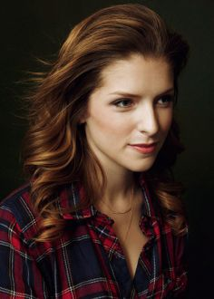Anna Kendrick takes a laid back approach. Looking stylish with a bar necklace.