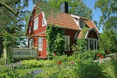 That's a solar chimney! Swedish Cottage, Red Cottage, Cottage Homes, This Old House, Sweden House, Red Houses, House Shutters, English Country Cottages, House In Nature