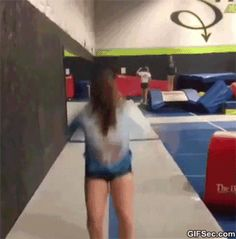 Funny Gifs – Page 21 of 50 – FunnynMeme Wtf Funny, Funny Fails, Hilarious, Crazy People, Funny People, Sports Fails, Sports Memes, Cheer Fails, Sports