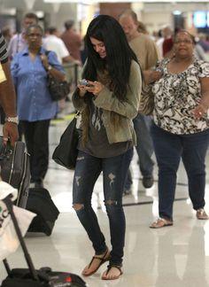 Selena Gomez Photo - Selena Gomez Touches Down in Atlanta