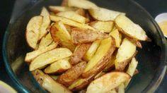 PAPAS RUSTICAS. Ingredientes para 4 personas  800 gr papas, 1 diente de ajo, 20 cc de aceite,  1 litro de agua caliente,  Sal, Merkén, Orégano.