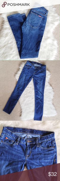 """Hudson Medium Wash Skinny Jeans Fantastic skinny jeans in great condition! These are super soft and flattering! I'm more than happy to bundle :) inseam: 30"""" Hudson Jeans Jeans Skinny"""
